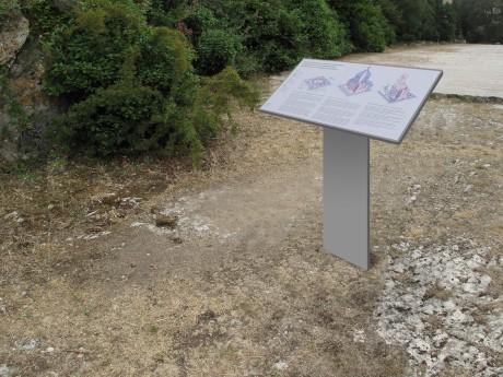 Tout pour plaire - mobilier signalétique exterieur - pupitre sur pied - Trophée d'Auguste à La Turbie - Centre monuments nationaux