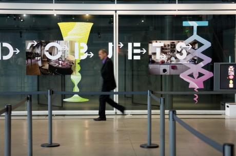 """Tout pour plaire - graphisme de l'exposition """"Détours d'objets"""", de Claude Courtecuisse, au Centre Pompidou - vue de l'exposition"""